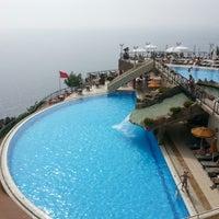 รูปภาพถ่ายที่ Utopia World Hotel โดย Şeyma A. เมื่อ 5/19/2013
