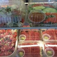 Foto tomada en Cousins Seafood & Bento por MOXXiQ el 7/28/2016