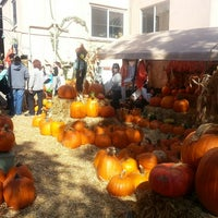 Photo taken at Piedmont Avenue Pumpkin Patch & Haunted House by Jennifer P. on 10/25/2013