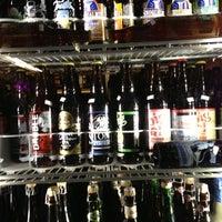 12/15/2012 tarihinde Michael L.ziyaretçi tarafından Chuck's Hop Shop'de çekilen fotoğraf