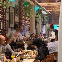 รูปภาพถ่ายที่ Naguib Mahfouz Cafe โดย Lorina R. เมื่อ 10/15/2018