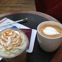 Photo taken at Starbucks by Boudewijn t. on 6/22/2013