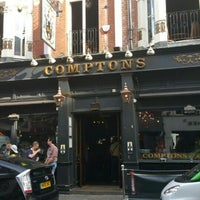 Photo taken at Comptons by Giangi C. on 8/6/2015