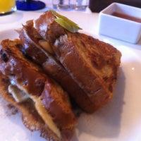 Foto tirada no(a) Poached Breakfast Bistro por John G. em 12/1/2012