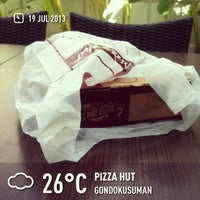 Photo taken at Pizza Hut by Mohammad Raihan M. on 7/19/2013