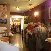 Foto tomada en Restaurante Bar León por Ezgi Ş. el 10/20/2013