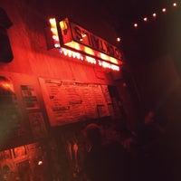 Foto tirada no(a) Bootleg Bar & Theater por Mauricio M. em 4/19/2013