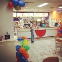 Foto tirada no(a) McDonald's por Luis Fernando P. em 6/11/2013