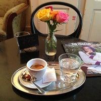 Das Foto wurde bei Café Noir von Sandro M. am 10/26/2012 aufgenommen