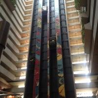 Foto tirada no(a) Maksoud Plaza Hotel por Randy B. em 11/24/2012