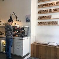 Foto scattata a MOK Specialty Coffee Roastery & Bar da Karyna B. il 10/5/2018
