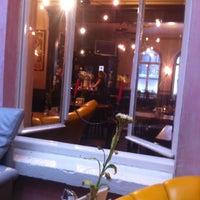 Das Foto wurde bei Café Crème von Dä H. am 9/10/2014 aufgenommen