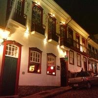Foto diambil di Escadabaixo Pub e Butiquim oleh Leo J. pada 4/25/2013