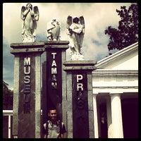Photo taken at Museum Taman Prasasti by Muhamad Aji C. on 4/29/2013