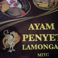 Photo taken at Ayam Penyet Lamongan by Mohd Fitri Al-Haj on 9/16/2012