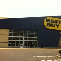 Photo taken at Best Buy by Ben in LA® on 6/29/2013