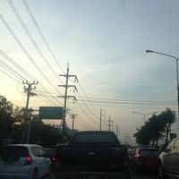Photo taken at Rong Phayaban Noppharat Intersection by 🍹Tückÿ♛Vïvä🍹 on 4/2/2013