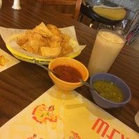 Photo prise au Jesse's Mexican Grill par Robert J. le4/11/2014