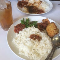 Photo taken at D'Cost Seafood by Fikri H. on 11/1/2016