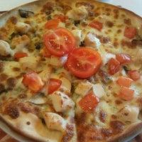 4/29/2013 tarihinde Berna G.ziyaretçi tarafından Pizza Hut'de çekilen fotoğraf