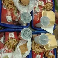 5/27/2013 tarihinde Ayşegülziyaretçi tarafından Burger King'de çekilen fotoğraf
