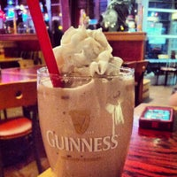 Photo taken at Red Robin Gourmet Burgers by Geoffrey Z. on 1/18/2013