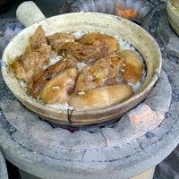 Photo taken at Huen Kee Claypot Chicken Rice by WillWins on 4/23/2013