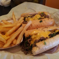 Photo prise au Frankie's South Philly Cheesesteaks and Hoagies par Paul S. le4/23/2013