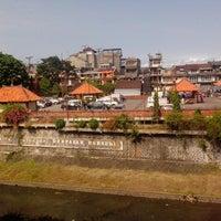 Photo taken at Pasar Kumbasari (Kumbasari Market) by Gotten M. on 4/16/2013