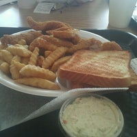 Photo taken at Best Wings of Memphis by Yeshua A. H. on 10/4/2012