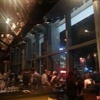 Das Foto wurde bei LeVeL 33 Craft-Brewery Restaurant & Lounge von Amos am 1/17/2013 aufgenommen