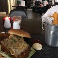Photo prise au 5th View Bar & Food par Nino M. le1/10/2018