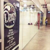 Photo taken at D'Artiz Dance & Fitness Studio by Z-Enn C. on 7/29/2014