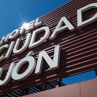 Foto tomada en Hotel Silken Ciudad Gijon por Victor M. el 4/20/2013