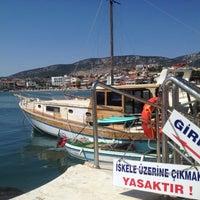 Photo taken at Mordoğan - Foça Turyol İskelesi by Uygar O. on 7/24/2013