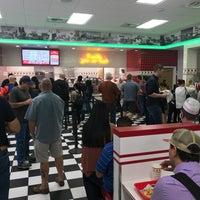 11/16/2017 tarihinde Gerardo V.ziyaretçi tarafından In-N-Out Burger'de çekilen fotoğraf