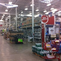 Photo taken at Lowe's Home Improvement by Dasha G. on 7/2/2013