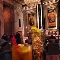 Foto tirada no(a) Bond Restaurant & Lounge por Matthew S. em 3/22/2013