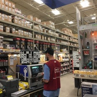 Photo taken at Lowe's Home Improvement by Janyce F. on 1/11/2018