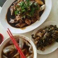 Photo taken at Sin Fong Restaurant 新峰餐室 by Pr@nee V. on 3/1/2016