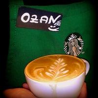 4/18/2013 tarihinde Ozan Y.ziyaretçi tarafından Starbucks'de çekilen fotoğraf