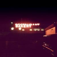 Photo taken at Spiffy's Restaurant & Bakery by TPB E. on 1/26/2014