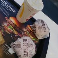 Photo taken at McDonald's by 是 柳. on 8/24/2017