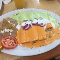 Photo taken at Mariscos El Memin by Liliana Isabel A. on 4/24/2016
