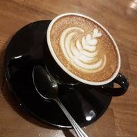Das Foto wurde bei Treat Street Cafe von Jake M. am 10/30/2016 aufgenommen