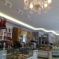Снимок сделан в Cafe Mado пользователем Dr. D. 7/9/2013