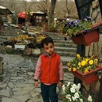 Photo taken at Shabdiz Restaurant   مجتمع پذیرایی شبدیز by Kosar K. on 4/5/2014