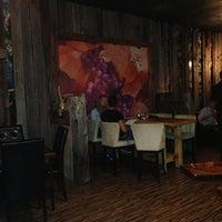 รูปภาพถ่ายที่ The Wooden Vine โดย Mo D. เมื่อ 6/19/2013