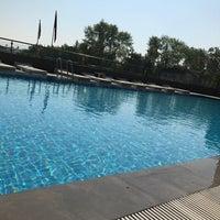 Photo taken at Divan Pool by MuHaMMeD ReŞiT G. on 7/29/2017