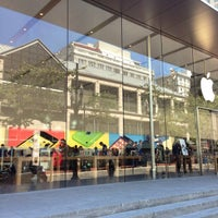 Photo taken at Apple Pioneer Place by Damian E. on 6/18/2014